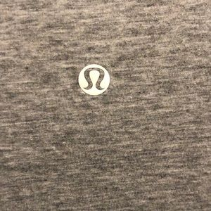 lululemon athletica Tops - Lululemon gray SS vneck top, sz 4, 72096